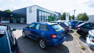 Autohaus Herold, ŠKODA Fahrzeuge auf dem Autohausgelände